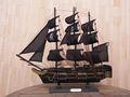 50cm de pino de madera decorativos de mesa modelo veleros( negro de la perla)