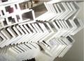 el ángulo de aluminio de perfil