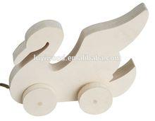 2015 lovely design animal shape handmade small wooden kids toys for funny
