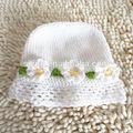 أبيض قبعة الكروشيه الطفل قبعة الكروشيه مع الزهور
