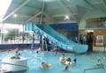 Tobogán de agua de la familia piscina