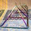 un juego de cristal de cuarzo pirámide cantando para la curación de la terapia de la energía