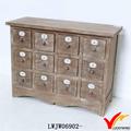 aspecto envejecido múltiples de madera del gabinete del cajón pequeño con el número