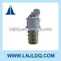 En la carga del cambiador de tomas- transformador de piezas para el suministro de energía