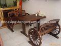 Mesas y sillas de madera, muebles con estilo antiguo