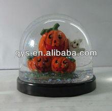 Halloween pumpkin snow globe