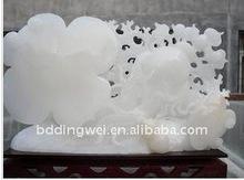 Hand geschnitzte weiße Jade
