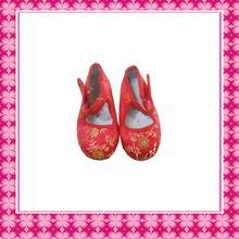 Tradicional bordado chino zapatos para el bebé de la muchacha
