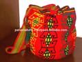 Wayuu mochila saco. Cor vermelha e amarela design. Tamanho médio- estoque. Handwoven em uma única linha