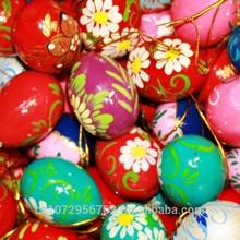Un huevo de madera, un huevo de pascua, arte- ee20