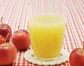 el jugo de manzana de bebidas