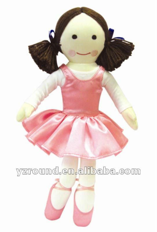 Bailarina muñeca en pretty pink vestido y zapatillas de ballet ...