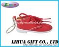 hecho a mano de color rojo de cuero de zapatos llavero
