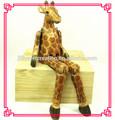 talla de madera de decoración jirafa
