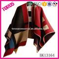 2015 de alta calidad de moda dama venta caliente grueso poncho, cabo de lana