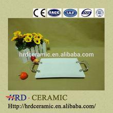 rectángulo de la acción de cerámica placa de hornear con el mango en color sólido