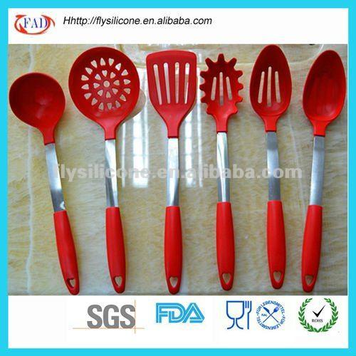 Nomi di utensili da cucina colorati in silicone utensili for Attrezzi da cucina in silicone