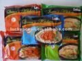 fideosinstantáneos la producción a granel muchos sabores y paquete varía