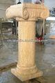 المضاء أعمدة الرومانية منحوت