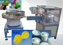 Cosmetics cap closing machine
