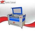 De corte do metalóide e gravura com Sunic co2 máquina de corte a laser de suporte cnc mini pneus para publicidade decoração de móveis