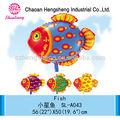 niño de publicidad regalos de pescado en forma de globo