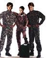 monos de militares