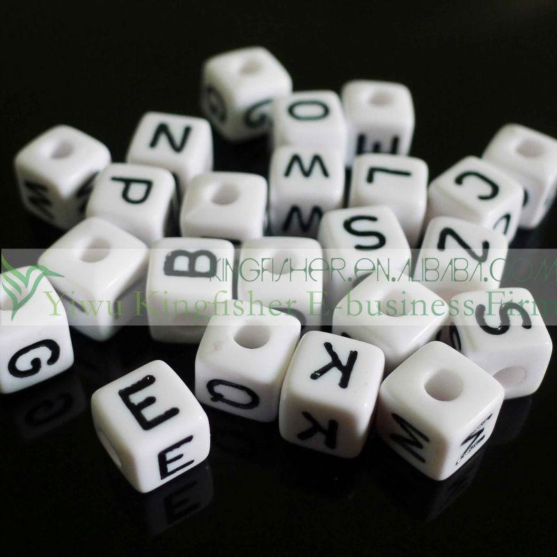 10mm küp şeklinde beyaz ve siyah plastik Mektup boncuk!! Plastik akrilik alfabe harfinden boncuk bilezik diy yapımı!!!!