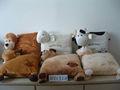 Adorável macaco de pelúcia macia, ovinos, vaca, rena, cão, urso animal em forma de almofada travesseiro brinquedo, pescoço e massagem nas costas almofada
