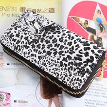 woman zipper wallet purse