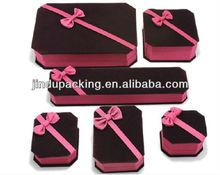 Up-maked custom Velvet gift packaging jewelry necklce box