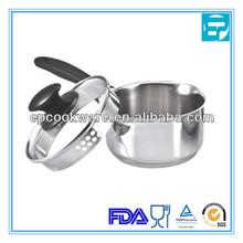 Soup pot with pour spouts and lid
