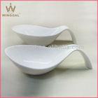 Durable porcelain salad bowl with handle
