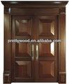 Porte d'entrée en bois massif avec la peinture