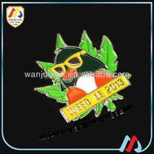 2014 hottest custom design metal glasses lapel pins