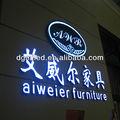 Magasin de meubles en résine célèbre. logos publicitaires