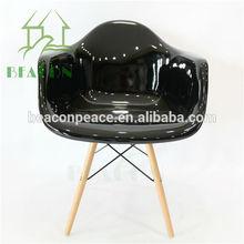 2015 Hot Sale Modern Black Fiberglass DAW Dining Chair