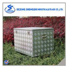 Diamond aluminum ice chest chest