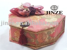 Echelon formation fabric jewelry box