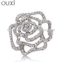 Fashion brooch jewelry with white diamond
