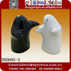 Customized hug ceramic salt and pepper shaker
