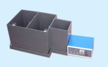 Skinner box (operant conditioning chamber)