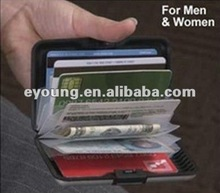 La cartera de aluminio/de crédito tarjeta de la bolsa como se ve en la tv