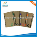 caderno reciclado com caneta