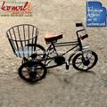 Decorativos en miniatura de la bicicleta de hierro con cesta de la flor- arte hecho a mano- el diseño de varios, tamaño, opciones de color disponibles