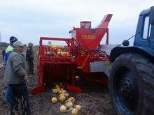 Pumpkin seeds harvesting combine