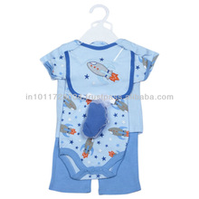 2013 LATEST DESIGN BABY GIFT SET WITH ROMPER GROWS AND BIB