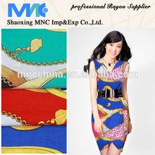 Modelos vestidos de rayon impressão