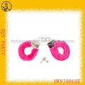 Venta al por mayor caliente esposas peludas de color rosa juguetes adultos del sexo para hombre