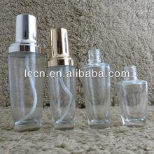 Cosmétiques bouteille en verre clair avec de l'argent/or, gouttes ou d'une pompe